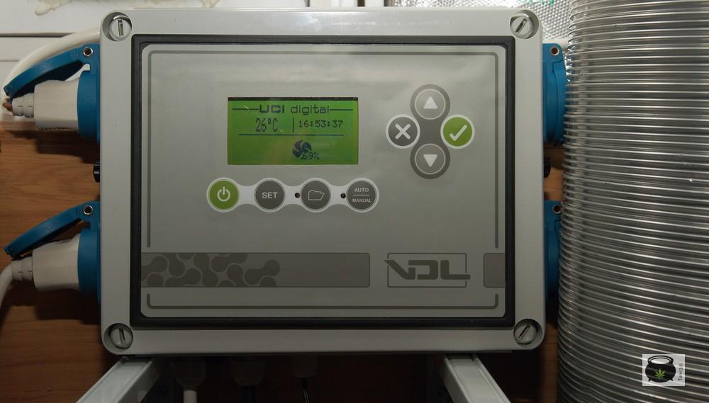 controlador UCI VDL en un armario de interior