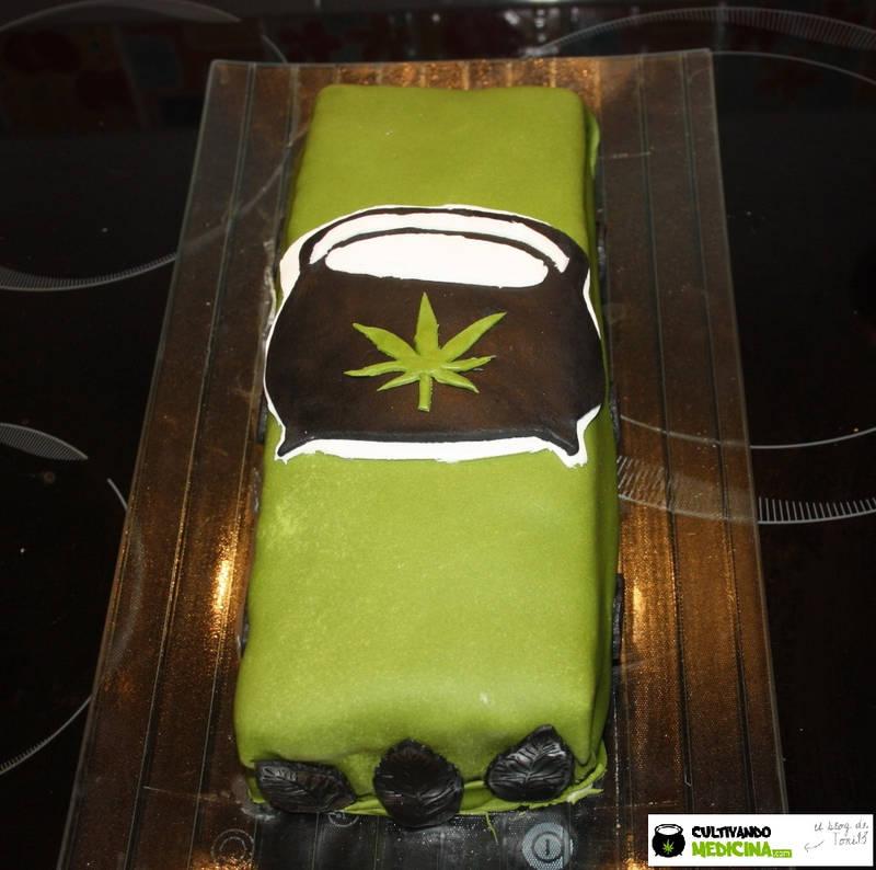 Brazo de rastano. Postres con marihuana. Recetas marihuana. Cocina Cannábica. Recetas con marihuana.